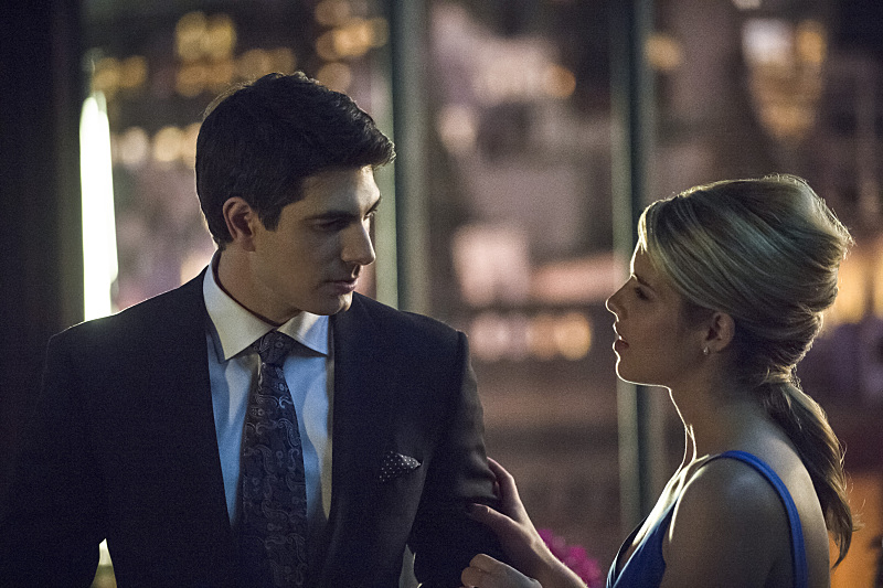 Ray_Palmer_Brandon_Routh_and_Felicity_Smoak_Emily_Bett_Rickards-3