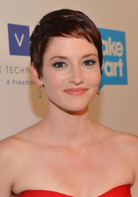 Chyler-Leigh-Short-Pixie-Haircut-for-Fine-Hair