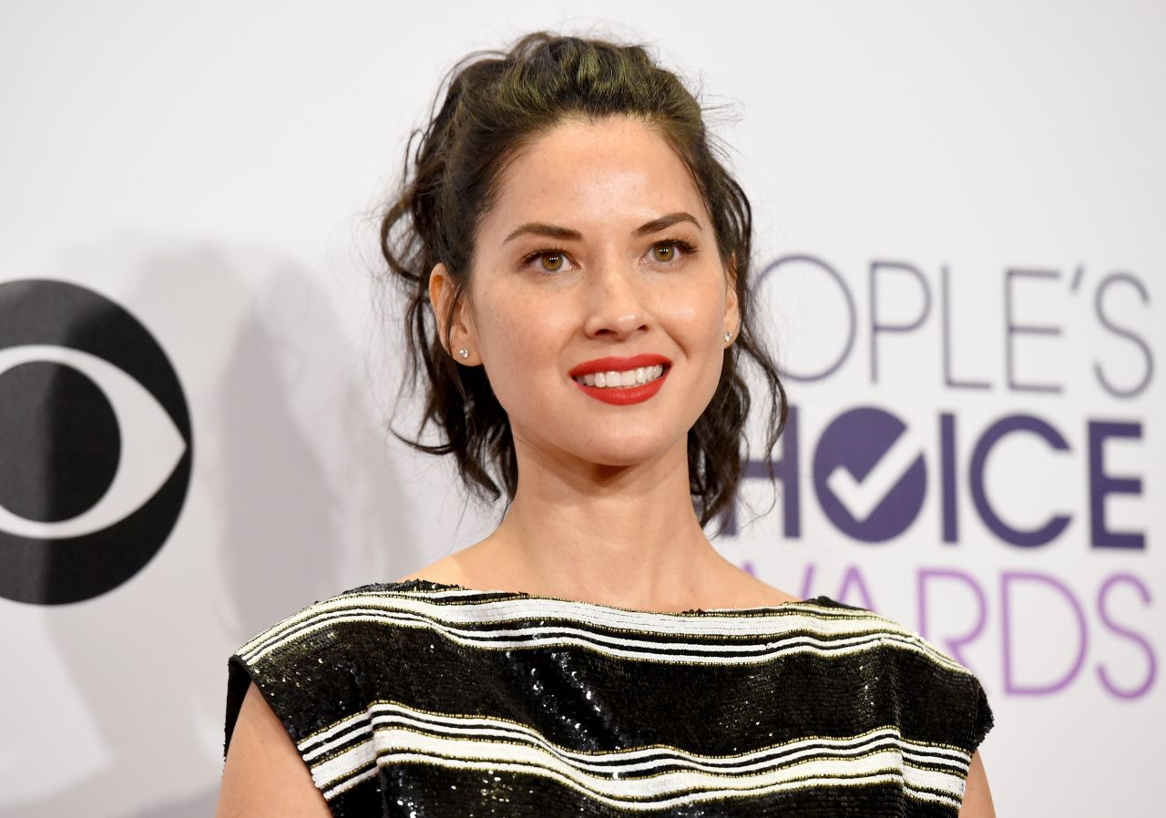 olivia-munn-2015-people-s-choice-awards-in-los-angeles_1