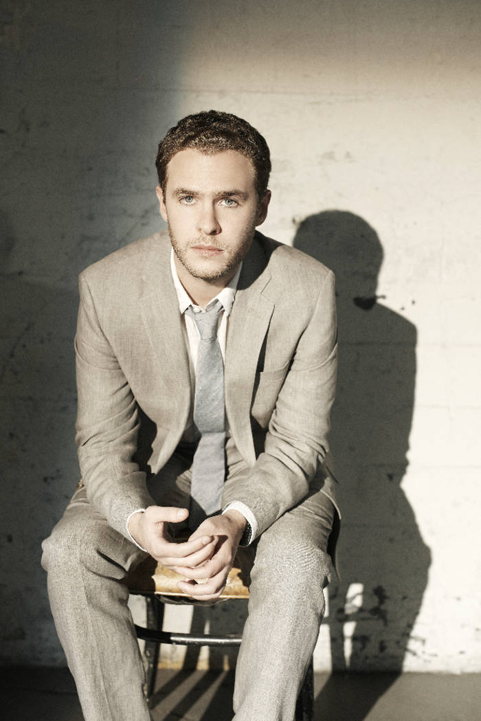 ... qu'il fau... Iain De Caestecker Shield
