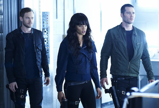 "KILLJOYS -- ""Kiss Kiss, Bye Bye"" Episode 107 -- Pictured: (l-r) Aaron Ashmore as John, Hannah John-Kamen as Dutch, Luke Macfarlane as D'Avin -- (Photo by: Ken Woroner/Temple Street Releasing Limited)"